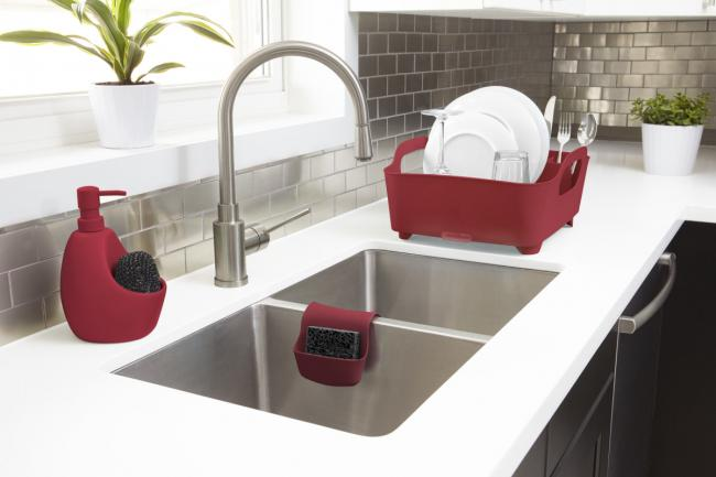 Dizajnerski dozownik na mydło z miejscem na gąbkę, czerwony