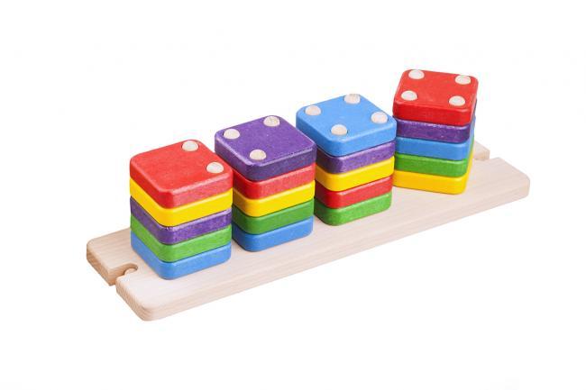 Drewniane klocki domino do nakładania na bolce